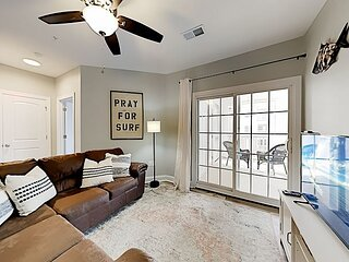 Topsail Condo   2 Balconies   Swimming Pool & Gym   5 Minutes to Beach