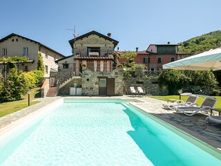 Spicciano Holiday Home Sleeps 8 with Pool Air Con and WiFi - 5892179