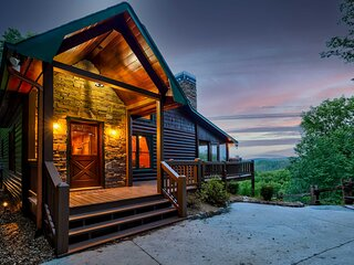 Luxe Blue Ridge Cabin 'Chasing Dreams' w/ Hot Tub