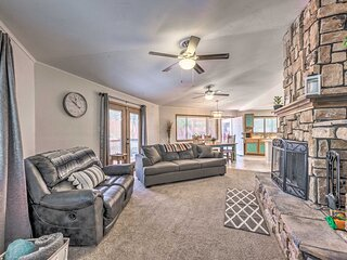 NEW! Chic Ruidoso Downs Cabin with Mountain Views!