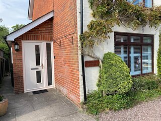 Modern, Pet Friendly, Self Catering Holiday Cottage with Parking in Lyndhurst