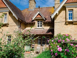 Monument Cottage, Churchill - sleeps 4 guests  in 2 bedrooms