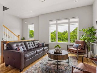 Young 960 ~ Gorgeous New Luxury Home ~ Minutes to Downtown and Broadway Fun ~ Ne