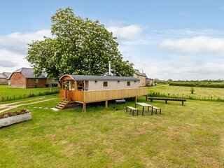 Romantic Sunset Hideaway for two in Radcot