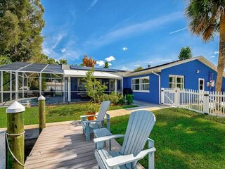 NEW TO MARKET- WIFI, Private Pool, Dock, Lido Key and Siesta Key Beaches, Close