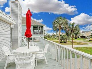 Wrap around deck-Pet-Friendly 1 Block from beach!
