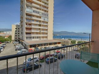 AJACCIO entree de ville - tres bel appartement spacieux F3-ROMARINS