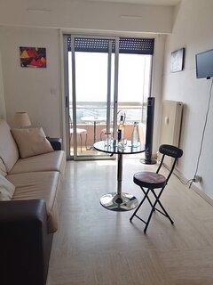 La pièce à vivre vue panoramique sur la mer et balcon