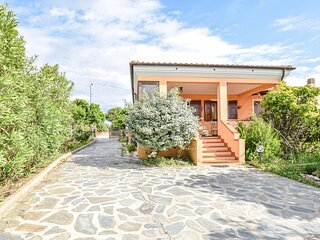 Beautiful home in Palmadula with WiFi and 3 Bedrooms (IGG232)