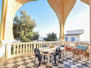 Stunning apartment in Scoglitti with WiFi and 3 Bedrooms (ISR394)