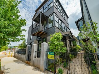 A NEWLY BUILT TOWNHOUSE W/PRIVATE TERRACE, TASTEFULLY DECORATED DOWNTOWN ATLANTA