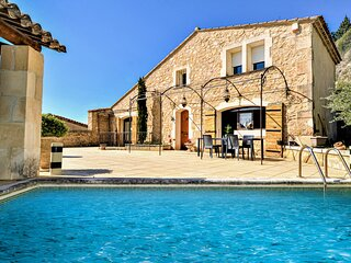 Stunning home in Boulbon with Outdoor swimming pool, WiFi and 4 Bedrooms (FPB435