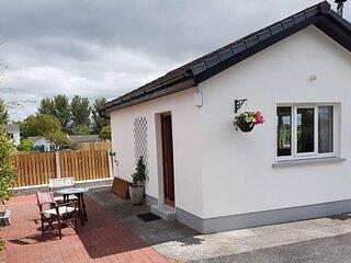 KATES COTTAGES KINVARA Village 1-bedroom Studio Cottage for Two.