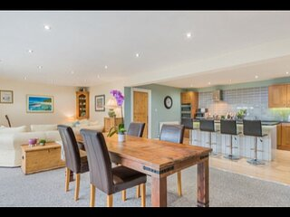 Modern contemporary 3 bed det house just minutes from Bowness on Windermere