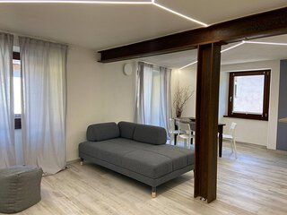 Bright Newly Renovated Apartment