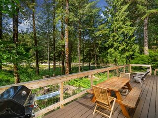 Luscious Forest and River Views, Huge Deck, Game Room, Sauna, Fire-Pit, Pool, 20
