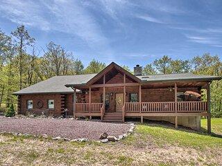 NEW! Cabin Retreat w/ Deck ~ 9 Mi to Hickory Run