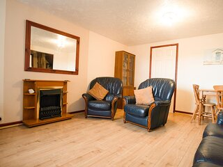 Seaside holiday cottage by the beach in beautiful Hemsby, Norfolk ref 99006J