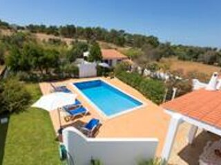 Casa Silver - Gale - Super value - Sleeps 9 - close to amenities and beach, location de vacances à Patroves