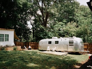 Unique & Comfy Mid Century Bohemian Airstream with King Bed in serene location