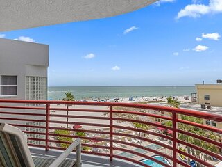 Largest Unit in John's Pass Area - Updated Top Floor Views of Beach & Gulf