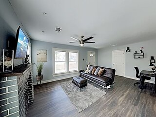 Updated Tampa Heights Hideaway | Fenced Front Yard | 5 Minutes to Downtown