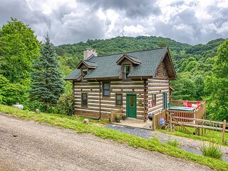 3 Bedroom Historic Cabin with Elegant Views, Pond, Hot Tub & Paved Access