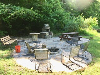 Eco-Friendly up to 6 BR between Nantahala & Bryson City, Non Smokers Only, WiFi