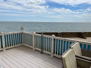 Stunning lodge with full sea views at Coopers Beach Holiday Park ref 49019SV