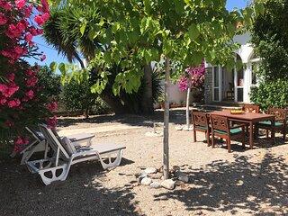 Villa Romantica amplia con Jardin, porche, Internet, en lugar tranquilo