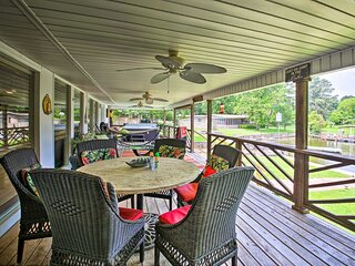 NEW! Waterfront Home w/ Dock: 6 Mi to Hot Springs!