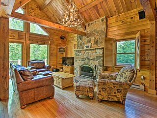 NEW! Deluxe Family Cabin w/ Game Room & Fire Pit!