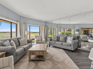 Spectacular Views Await You - Clean and Comfortable Shelter Cove Oasis - Walk to
