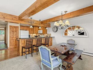 Quintessential Mountain Side Condo in Snowmass Village 2BR / 2BA w/ Hot Tub and