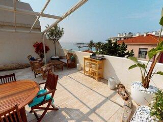 L'Odyssee : Superbe 3P climatise en dernier etage avec grande terrasse et