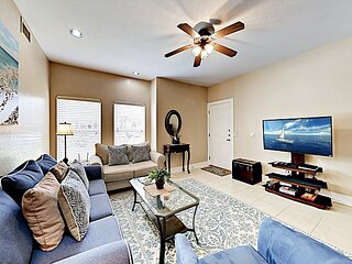 Charming Condo | Pools & Fitness Center | 10-Minute Drive to Beach