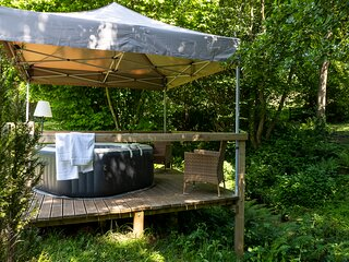Mill Garden Lodge - Romantic Getaway with hot tub (on request) - Forest of Dean