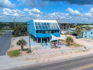 Newly Listed | 30 Second Walk to Beach | King Bed | Free Parking | Patio | Firep