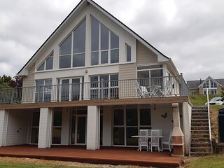 Lakeside Large Family Holiday Home