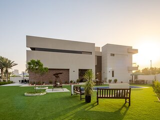 Luxurious 4BR with Private Pool in DAMAC Hills!