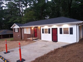 'NEW LISTING' Spacious 3 Bedroom Home with Full Kitchen - Minutes from ATL