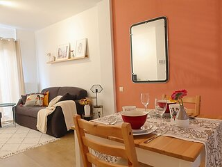 Peaceful studio with a private city garden in the historical center