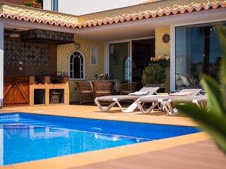 Sea View Vila - private swimming pool and sea views