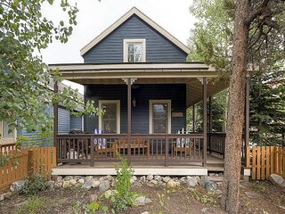Unwind in a Private Hot Tub in this Quaint Updated Downtown Breck Victorian