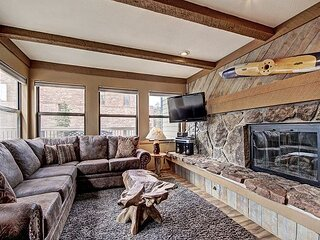 Longbranch 111: Large Private Deck, Enjoy Close Proximity to Town and Shuttle