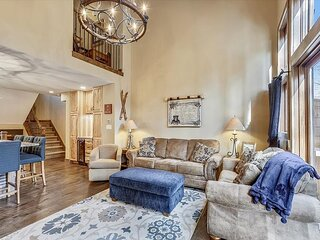 Village Point 109: Cozy and Quaint Townhome in Breckenridge, Private Hot Tub