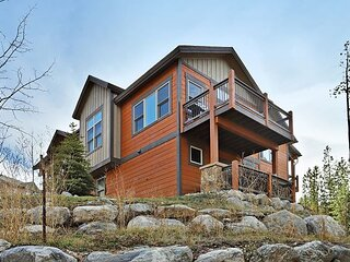 Maggie Point 75: Townhome Located Right Beside Main Street – Private Hot Tub