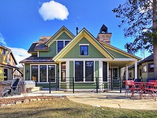 Find Yourself Relaxing in Mountain Luxury Home Just Steps from Downtown
