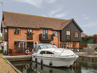 Waterside Holiday Home, Yare Cottage