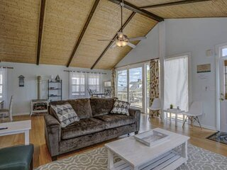 NEW LISTING Updated Furnishings 3BR 2BA Classic OC Apartment. Sleeps 13. Bay Vie